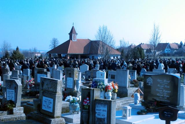 Eltemették Bódi László Cipőt