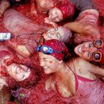 �r�lt paradicsomdob�l�s: Tomatina fesztiv�l