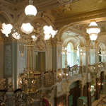 �nnepel Budapest legpomp�sabb �p�lete, a New York-palota
